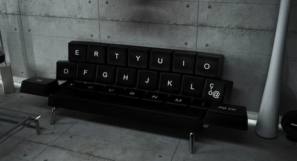 sofá teclado querty